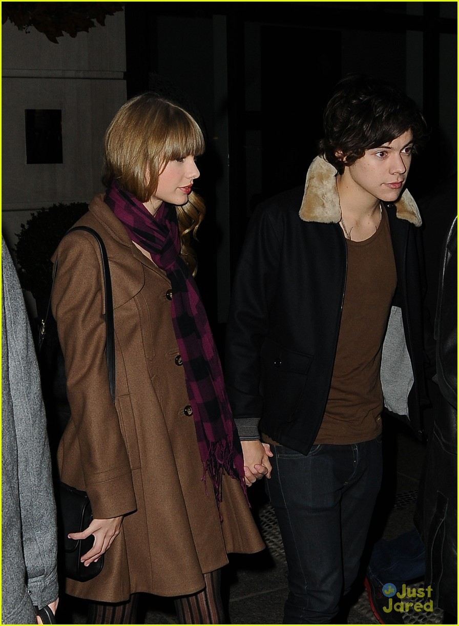 harry styles taylor swift hands party 02
