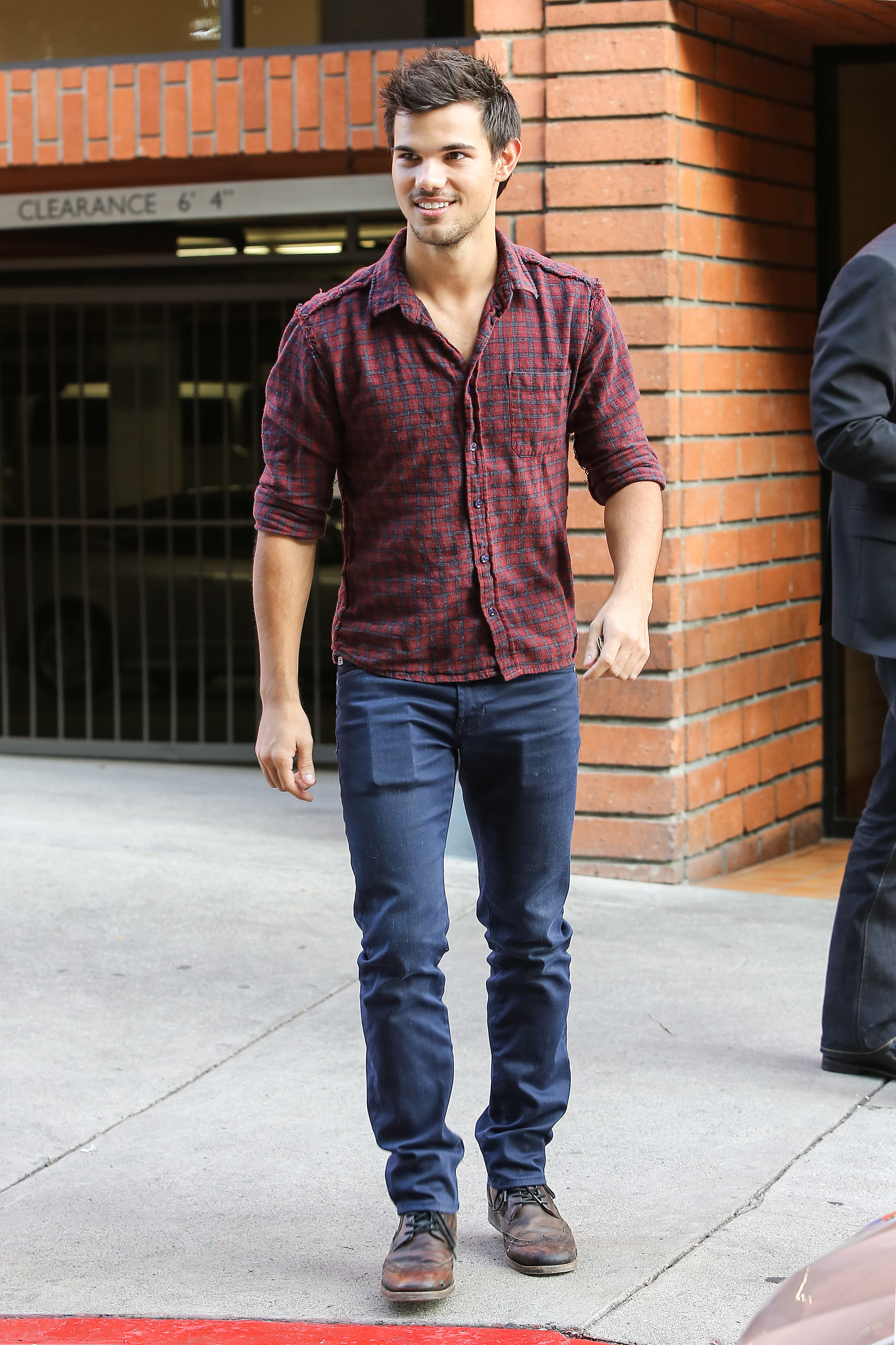 taylor lautner lunch toscana 04