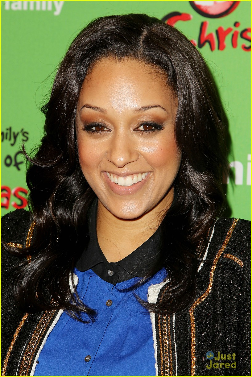 tia mowry mistletones sunday 09