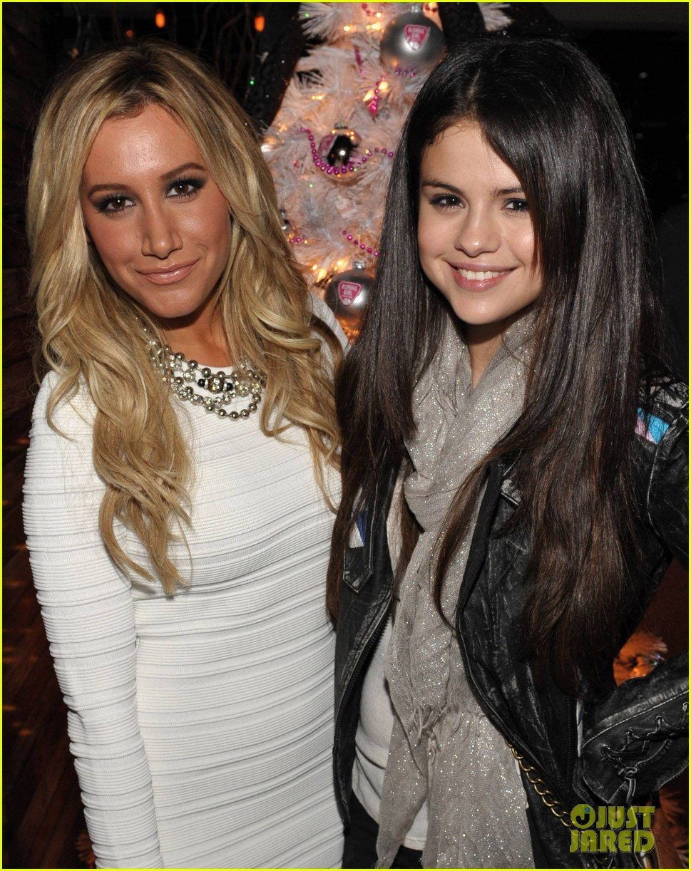 ashley tisdale blondie girl holiday party 02