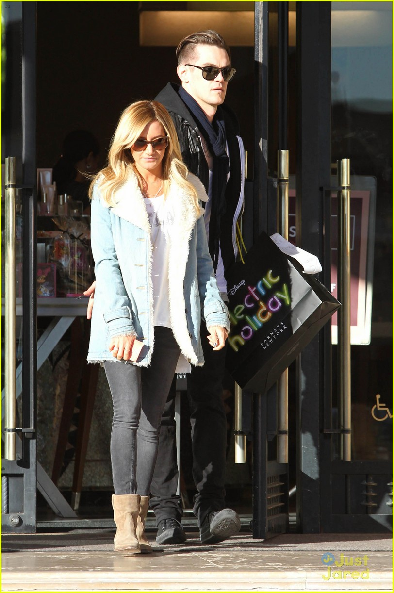 ashley tisdale burton snowboard 20