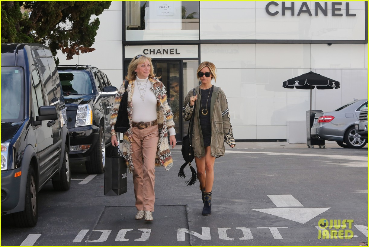 ashley tisdale christmas shopping chanel 03