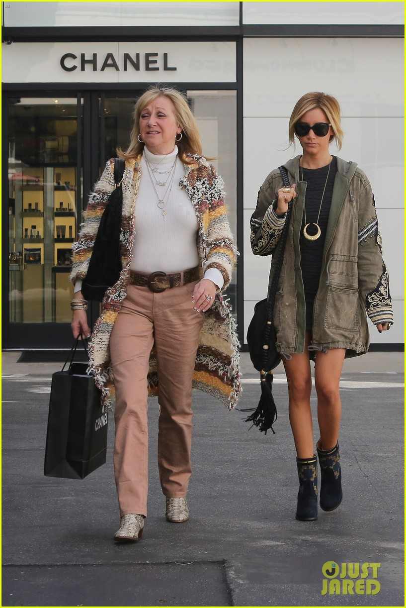 ashley tisdale christmas shopping chanel 08