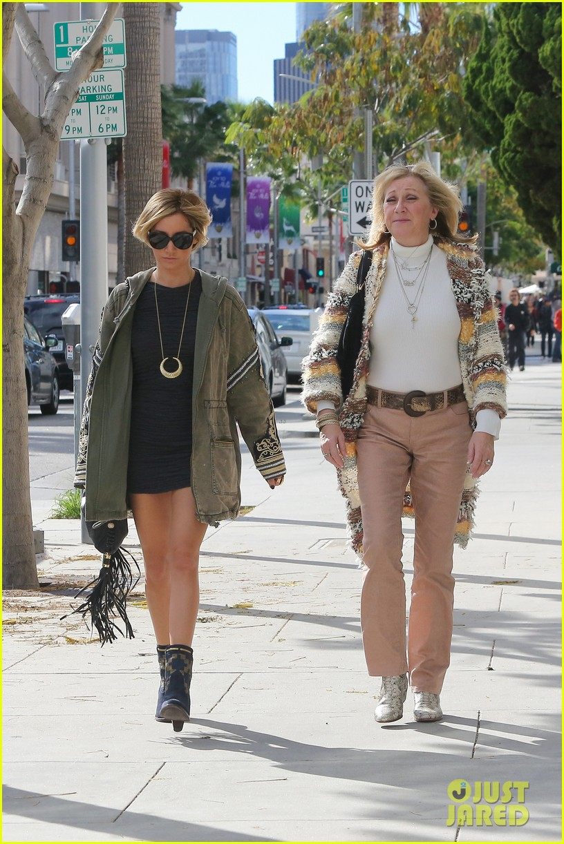 ashley tisdale christmas shopping chanel 14