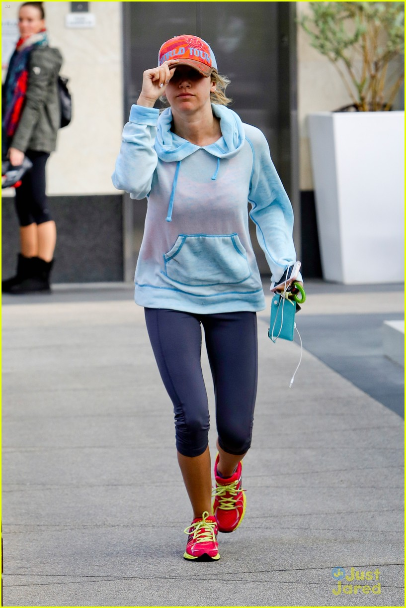 ashley tisdale gym meeting 01