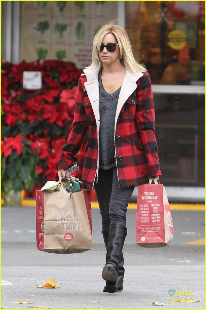 ashley tisdale whole foods 03