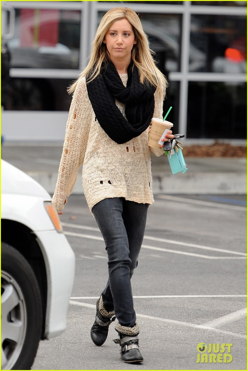 ashley tisdale starbucks studio city 01