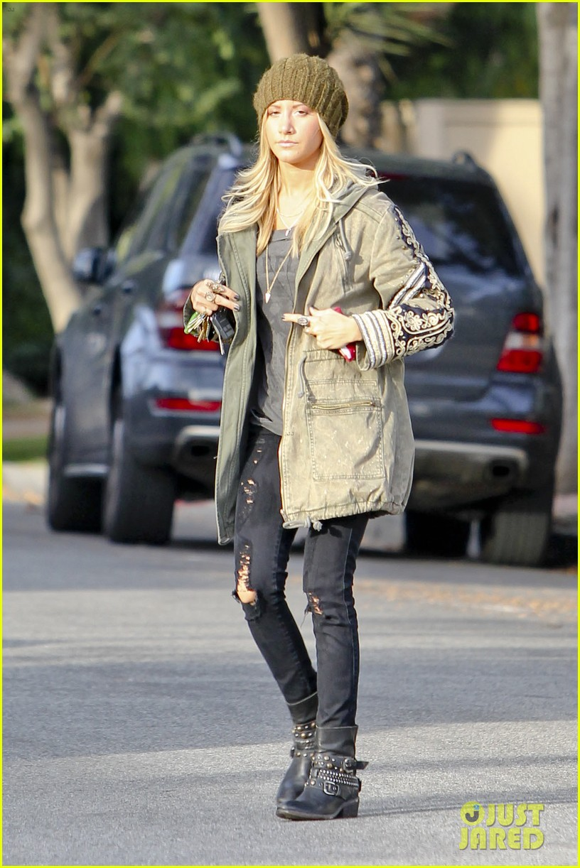 ashley tisdale urth caffe cute 05