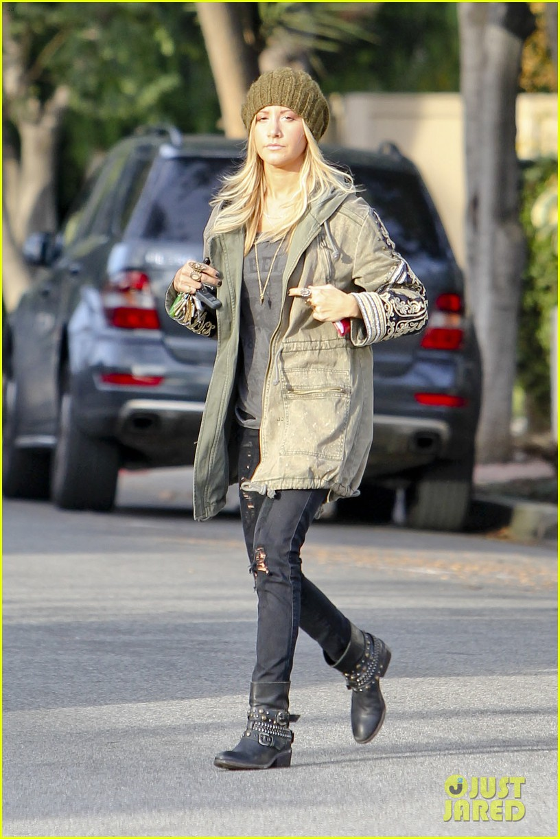 ashley tisdale urth caffe cute 14