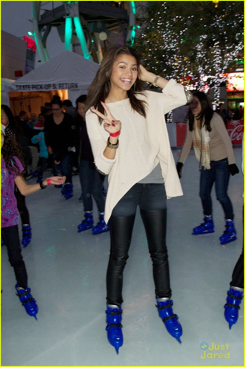 zendaya trevor jackson ice skating 01