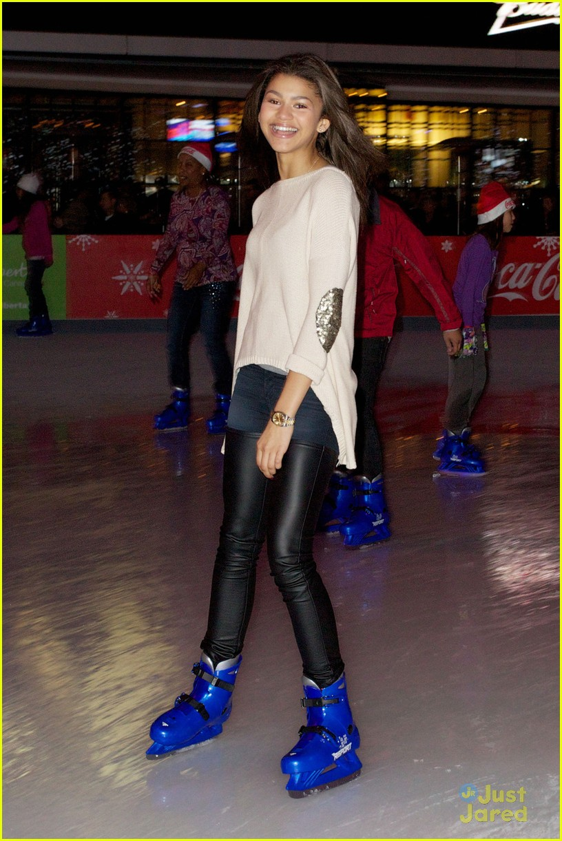 zendaya trevor jackson ice skating 05