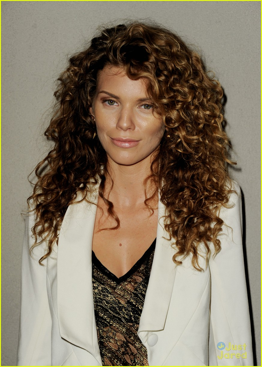annalynne mccord spartacus premiere 02