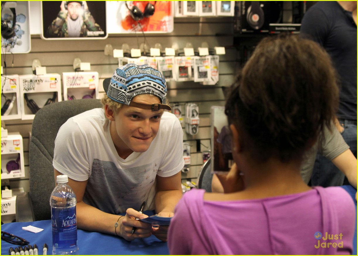cody simpson in store signing 05