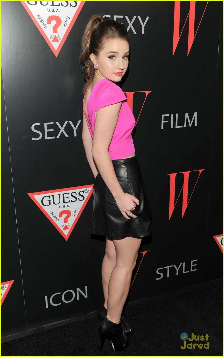 kaitlyn dever w mag party 06