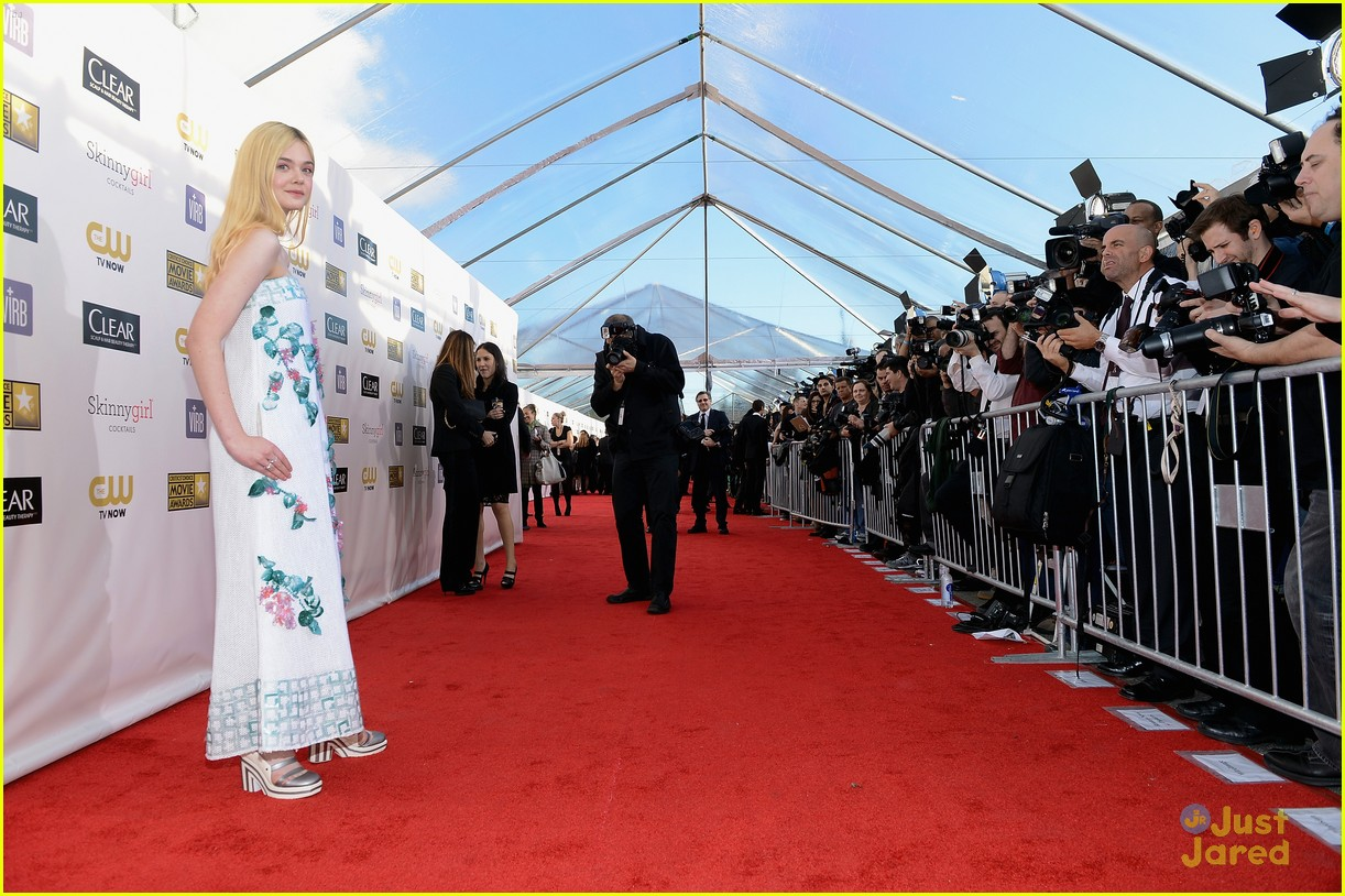 elle fanning critics choice awards 02