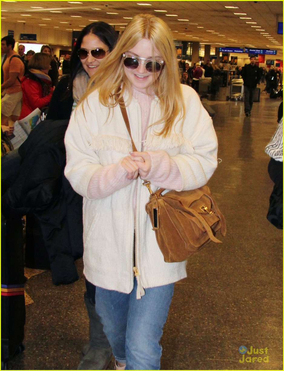 dakota fanning slc takeoff 07