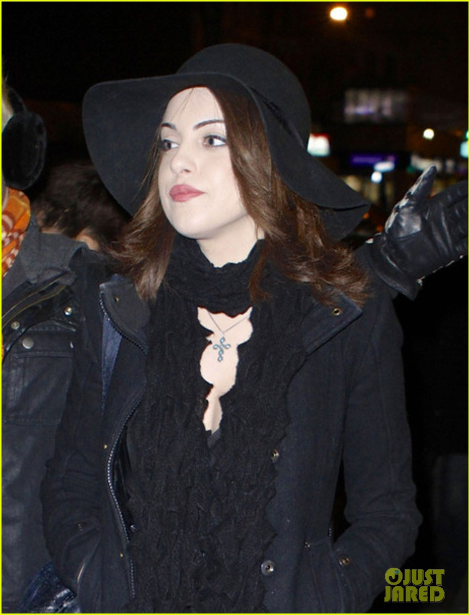 liz gillies goofing off in nyc 01