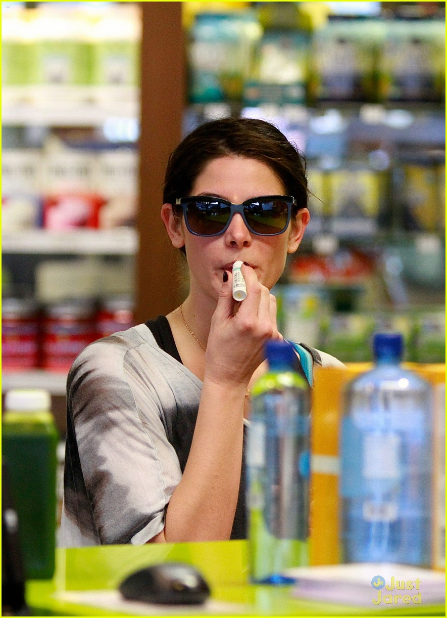 ashley greene smoothie pickup 06