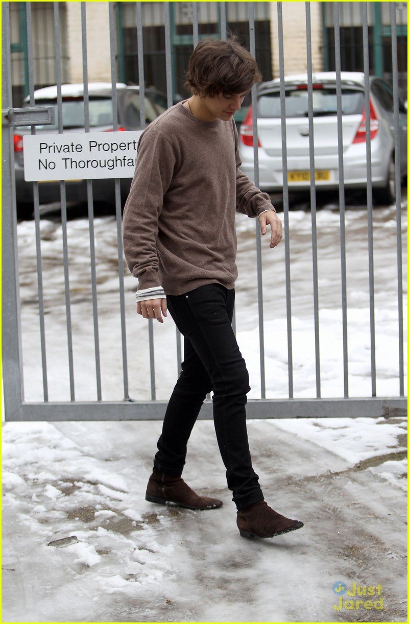 harry styles studio stop london 05