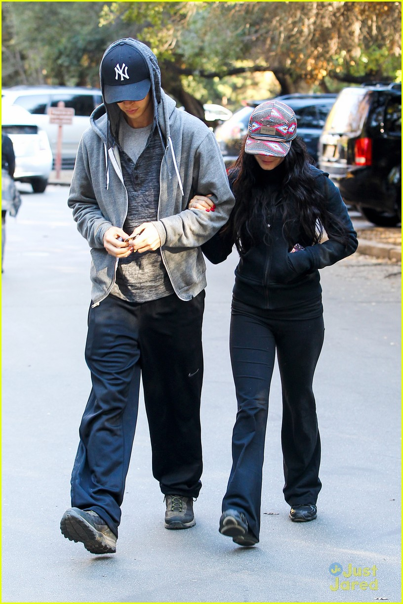 vanessa hudgens austin butler morning hike 03