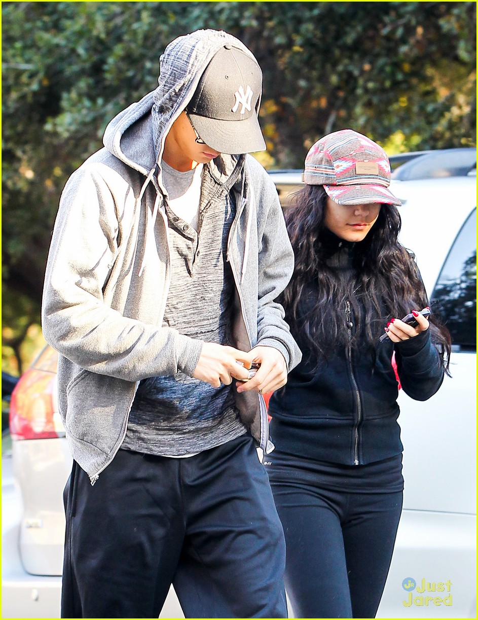 vanessa hudgens austin butler morning hike 04