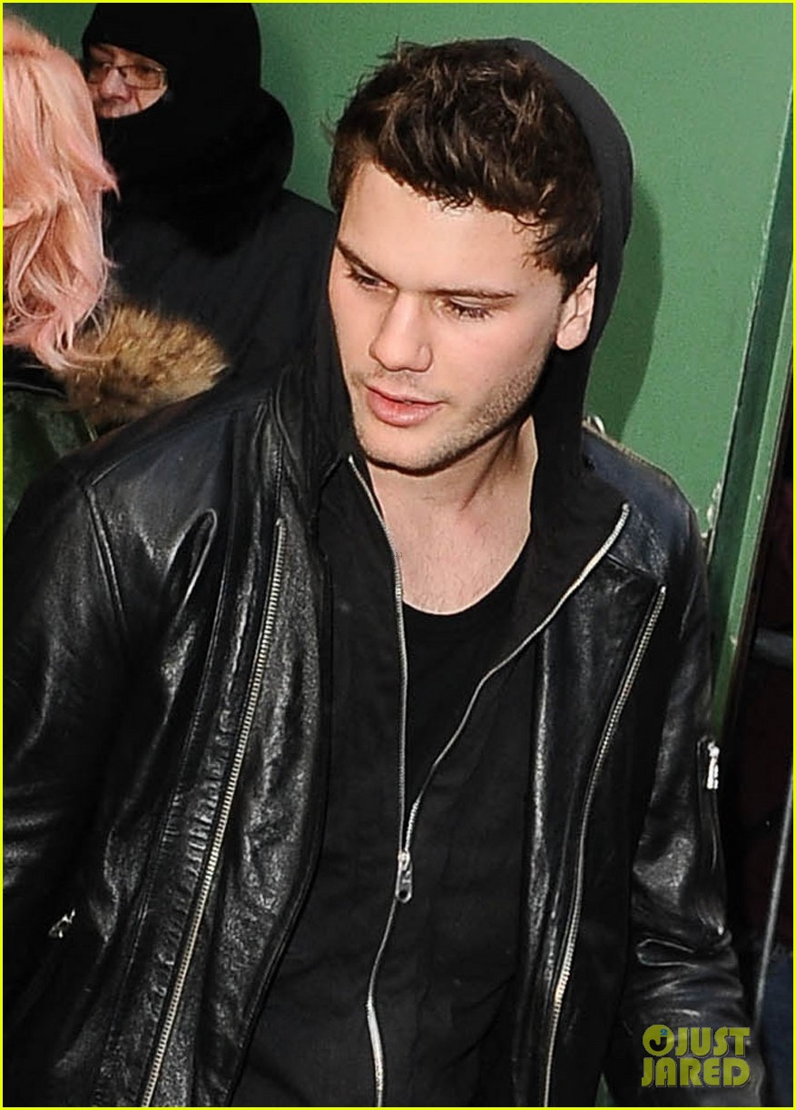 jeremy irvine good morning america 04