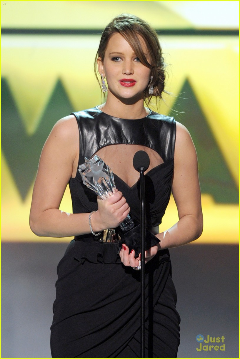 jennifer lawrence critics choice winner 12