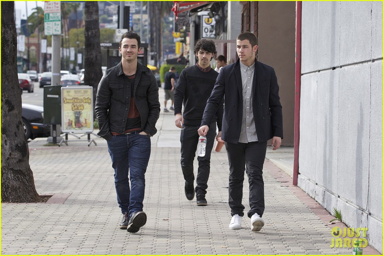 jonas brothers guitar center 12