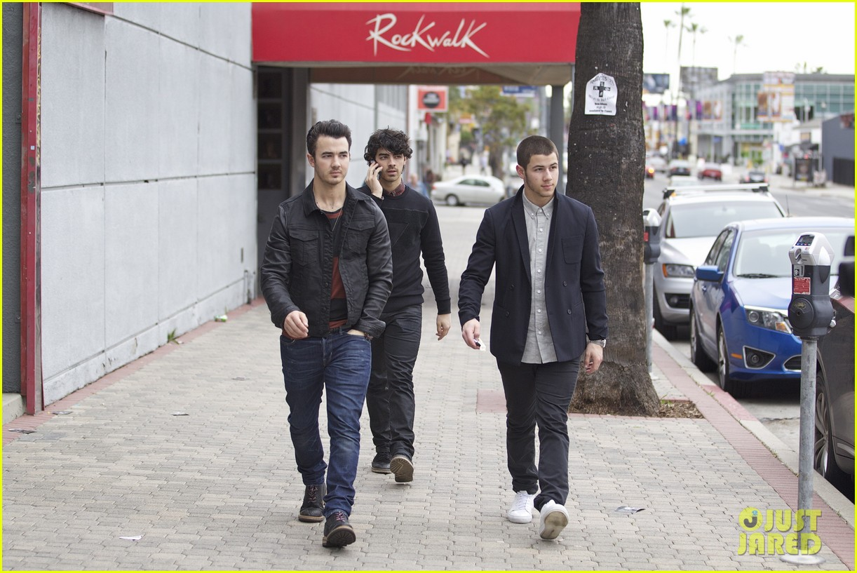 jonas brothers guitar center 18