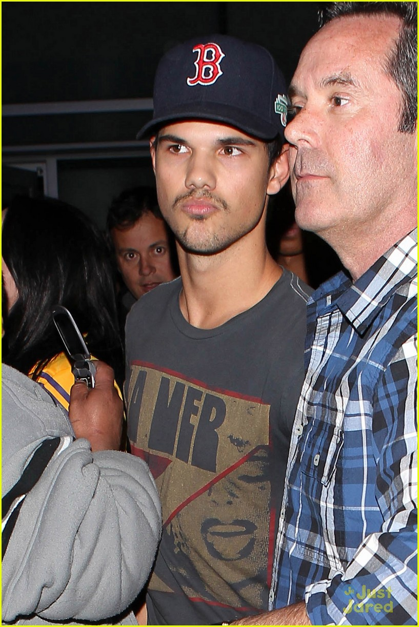 taylor lautner patrick schwarzenegger lakers 03