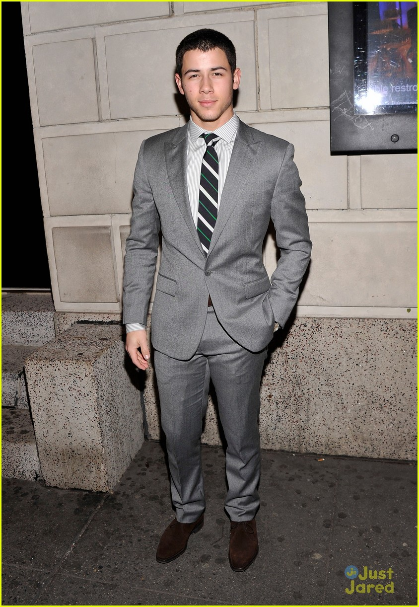 nick jonas cat roof premiere 02