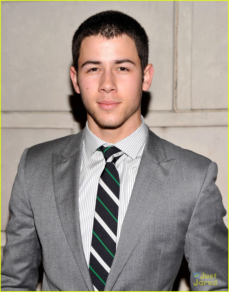 nick jonas cat roof premiere 05