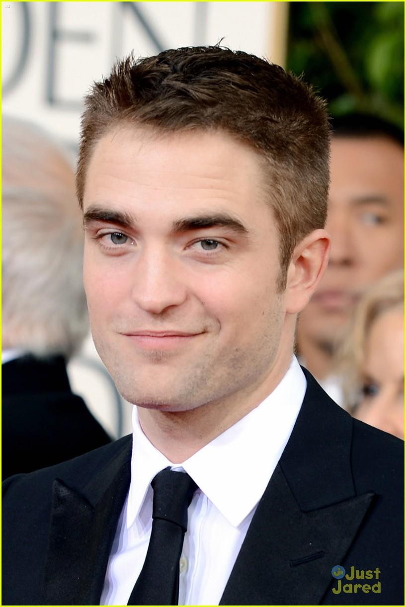 robert pattinson golden globes 01