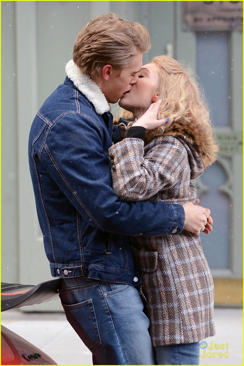 annasophia robb austin butler carrie kissing 05