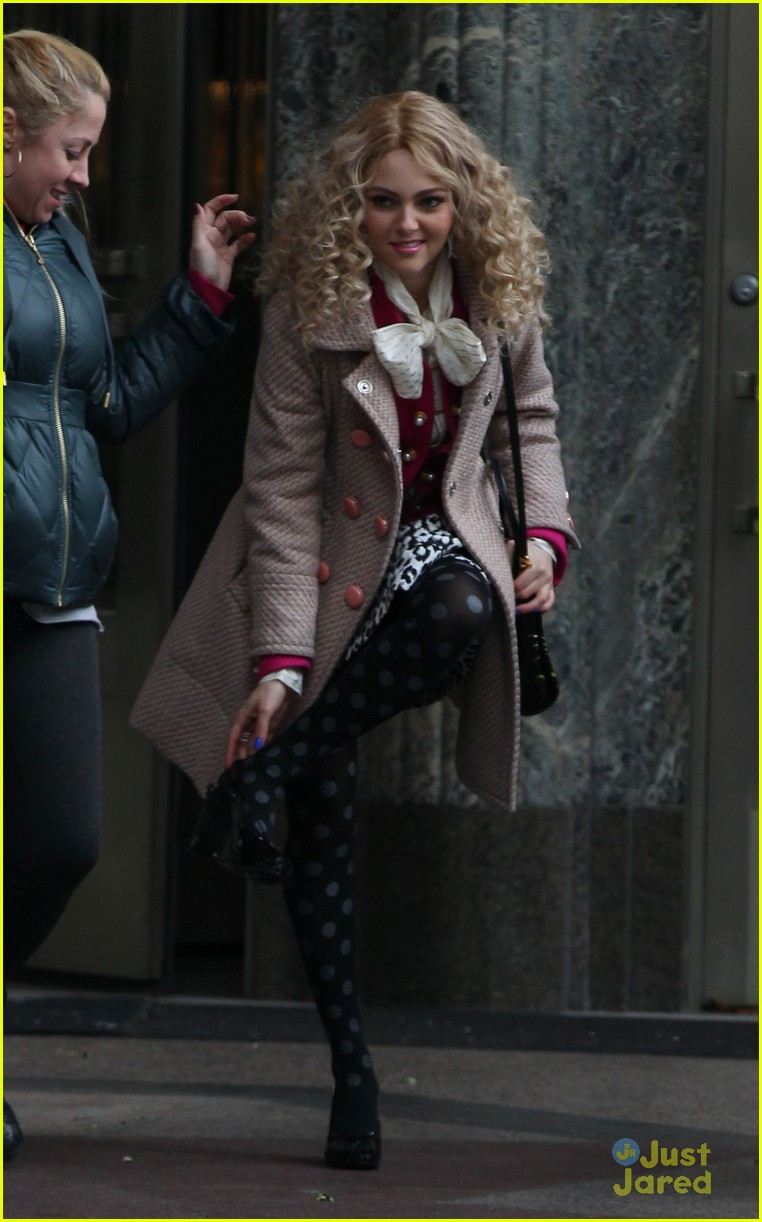 annasophia robb polka dot tights 01