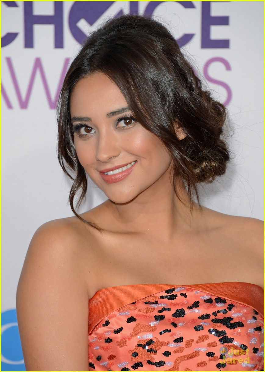 shay mitchell pcas 2013 06