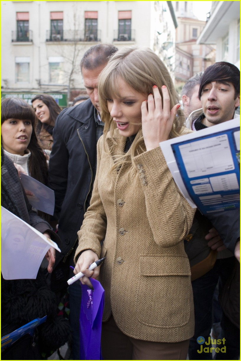 taylor swift rapunzel ad madrid 04