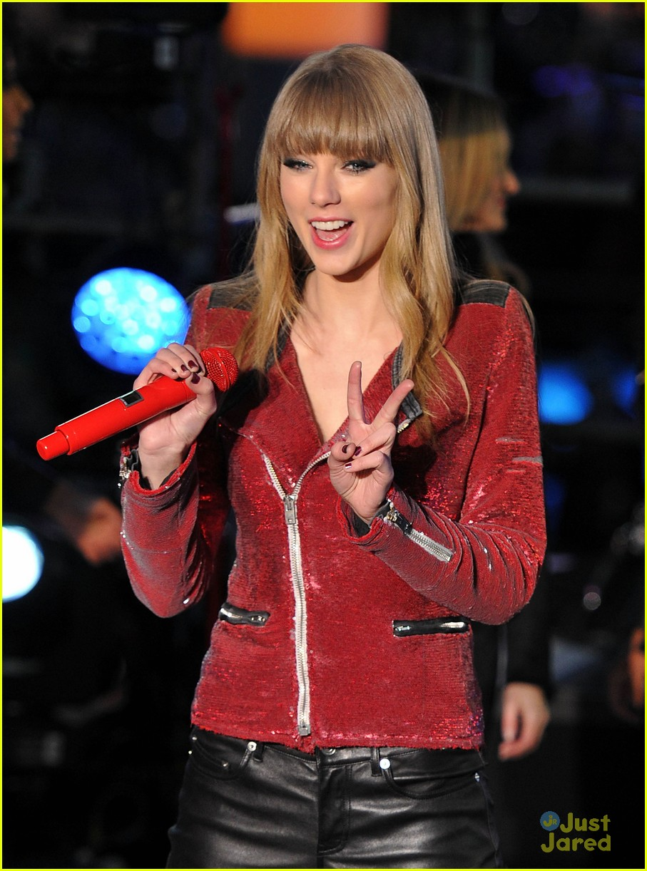 taylor swift new years eve 2013 performance times square 06