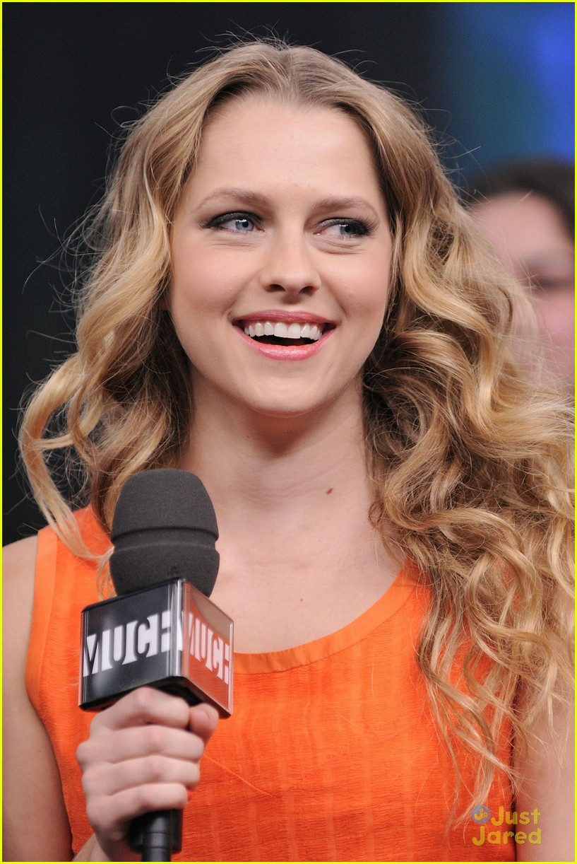 teresa palmer nicholas hoult nml 07