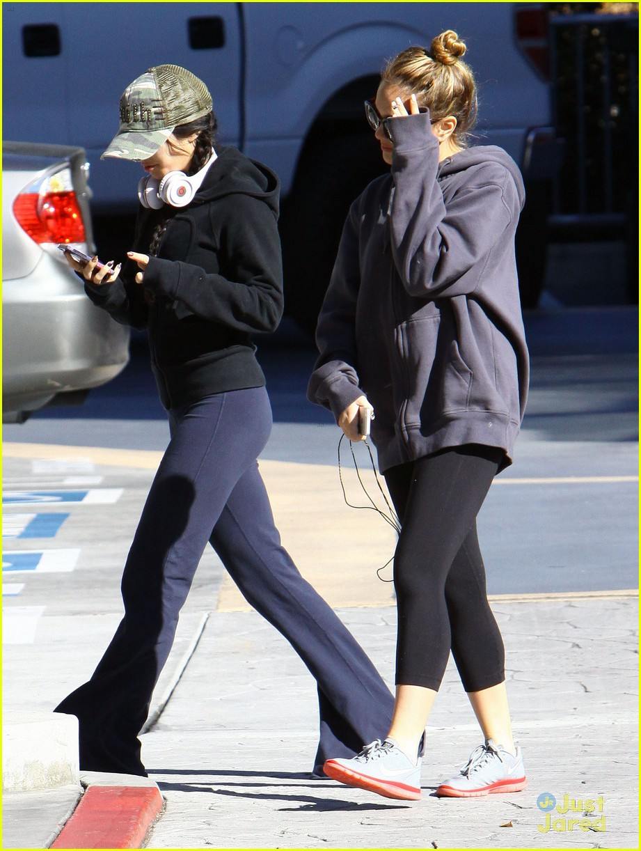 vanessa hudgens austin butler workout leave 07