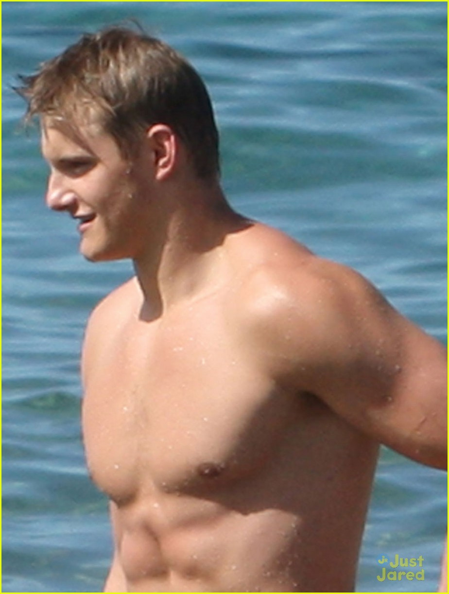 alexander ludwig shirtless six pack in hawaii 07