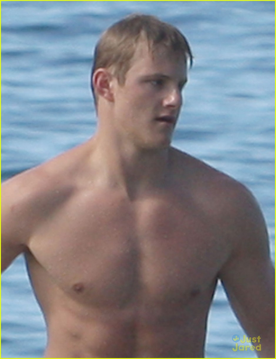 alexander ludwig shirtless six pack in hawaii 08