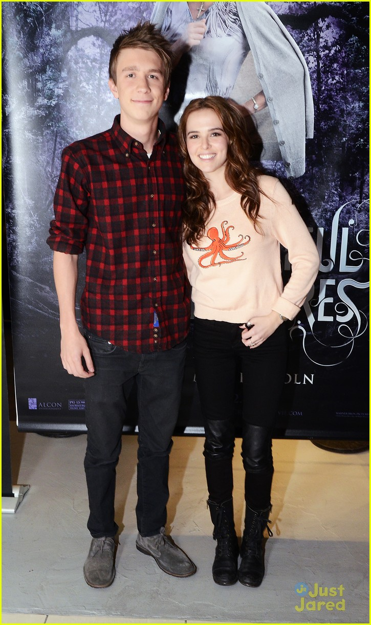 zoey deutch thomas mann bc jersey stop 02