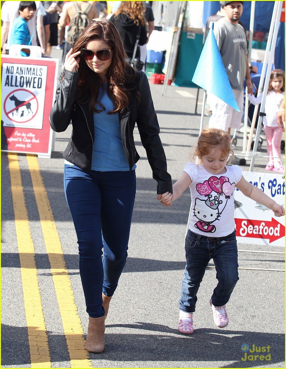 ariel winter skylar farmers market 02