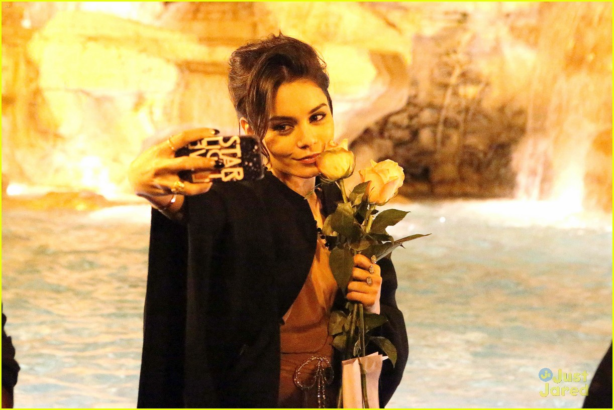 ashley benson vanessa hudgens rome tourists 14