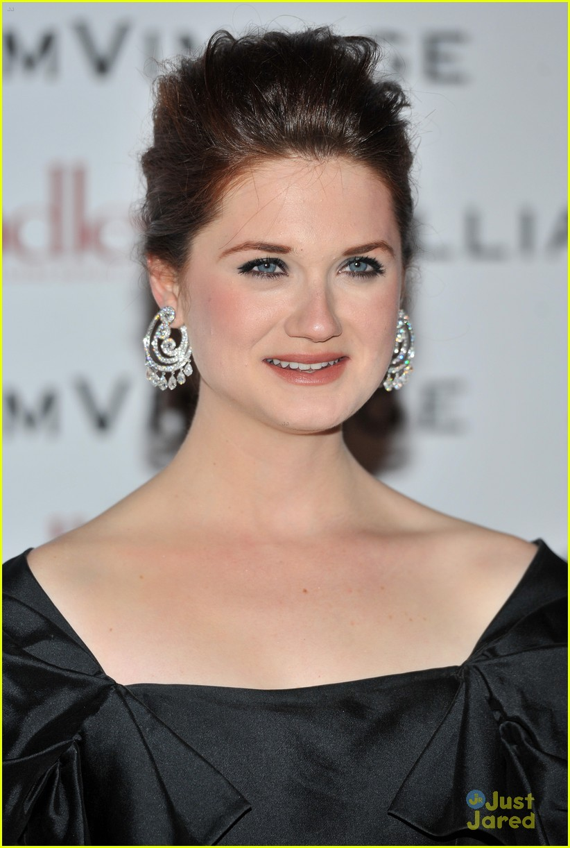 bonnie wright william vintage dinner 02
