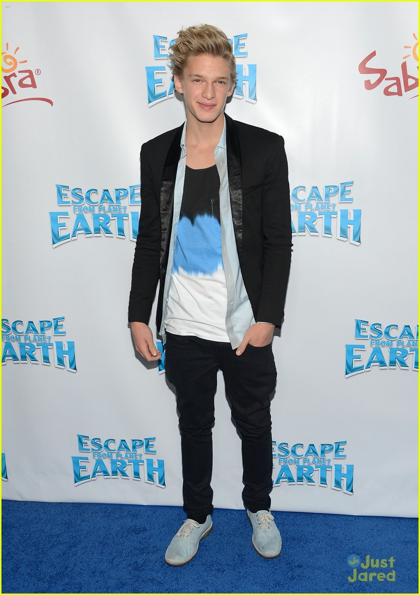 cody simpson escape earth premiere 03