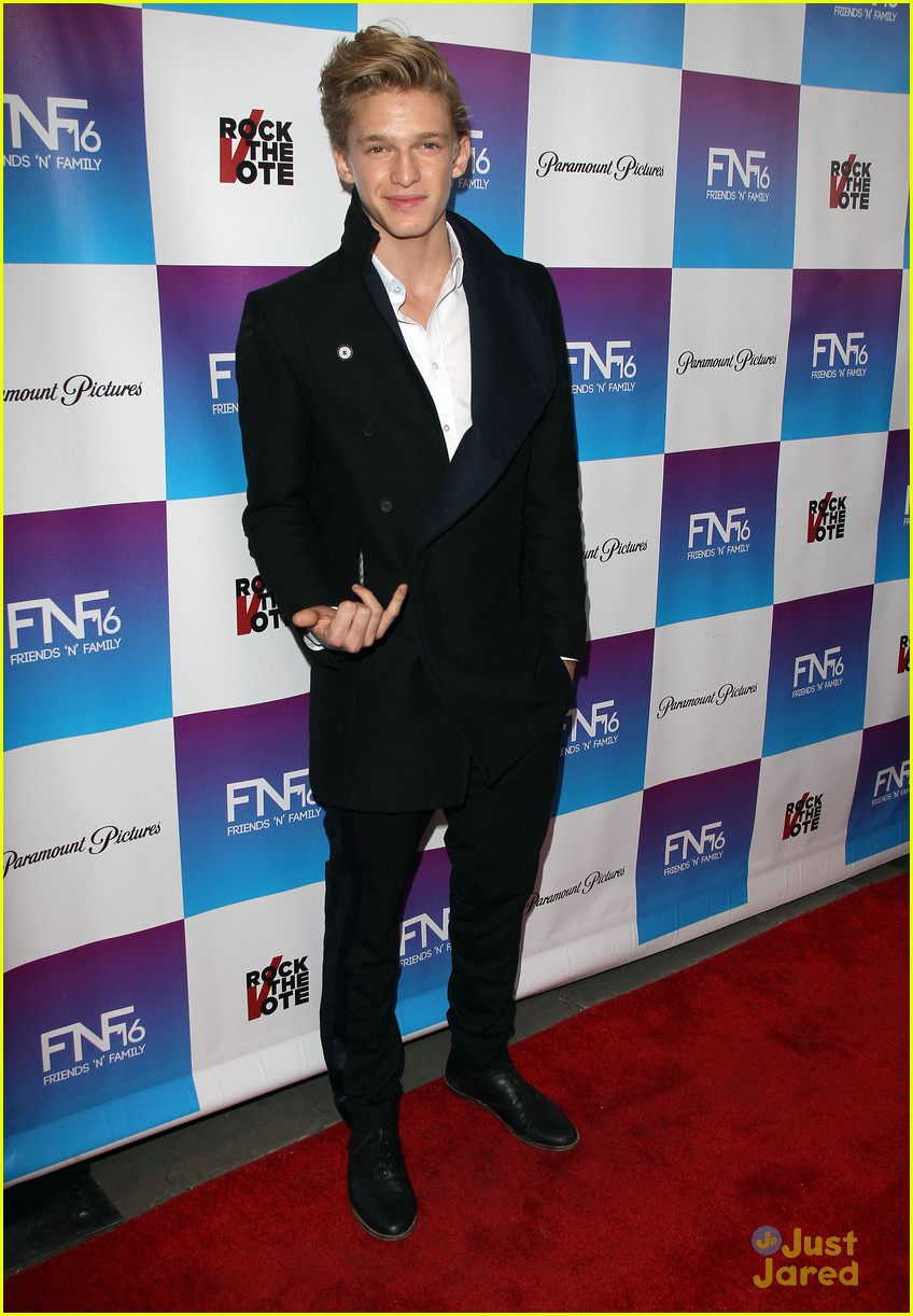 cody simpson friends family pregrammy 14