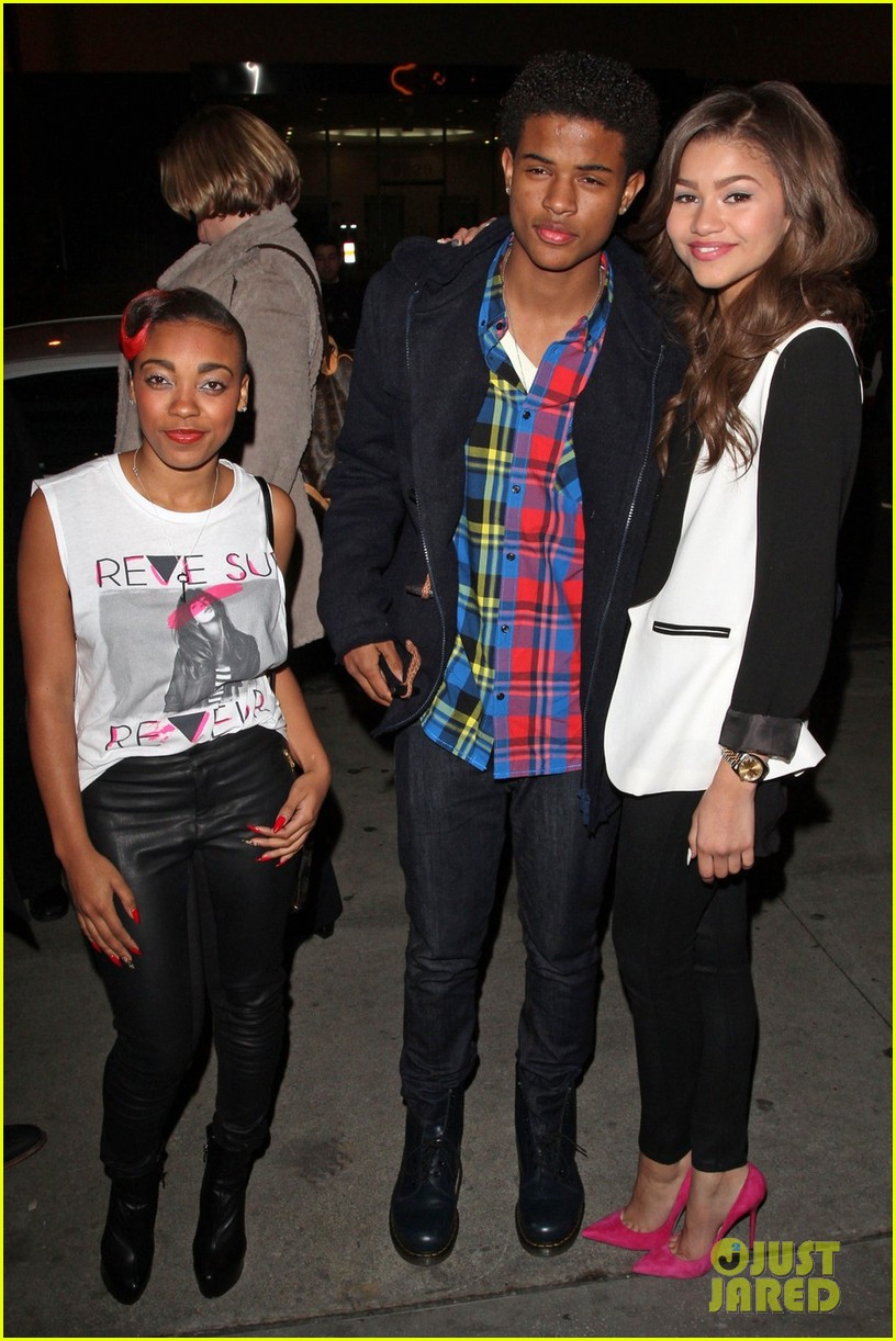 zendaya coleman family friends night out 04