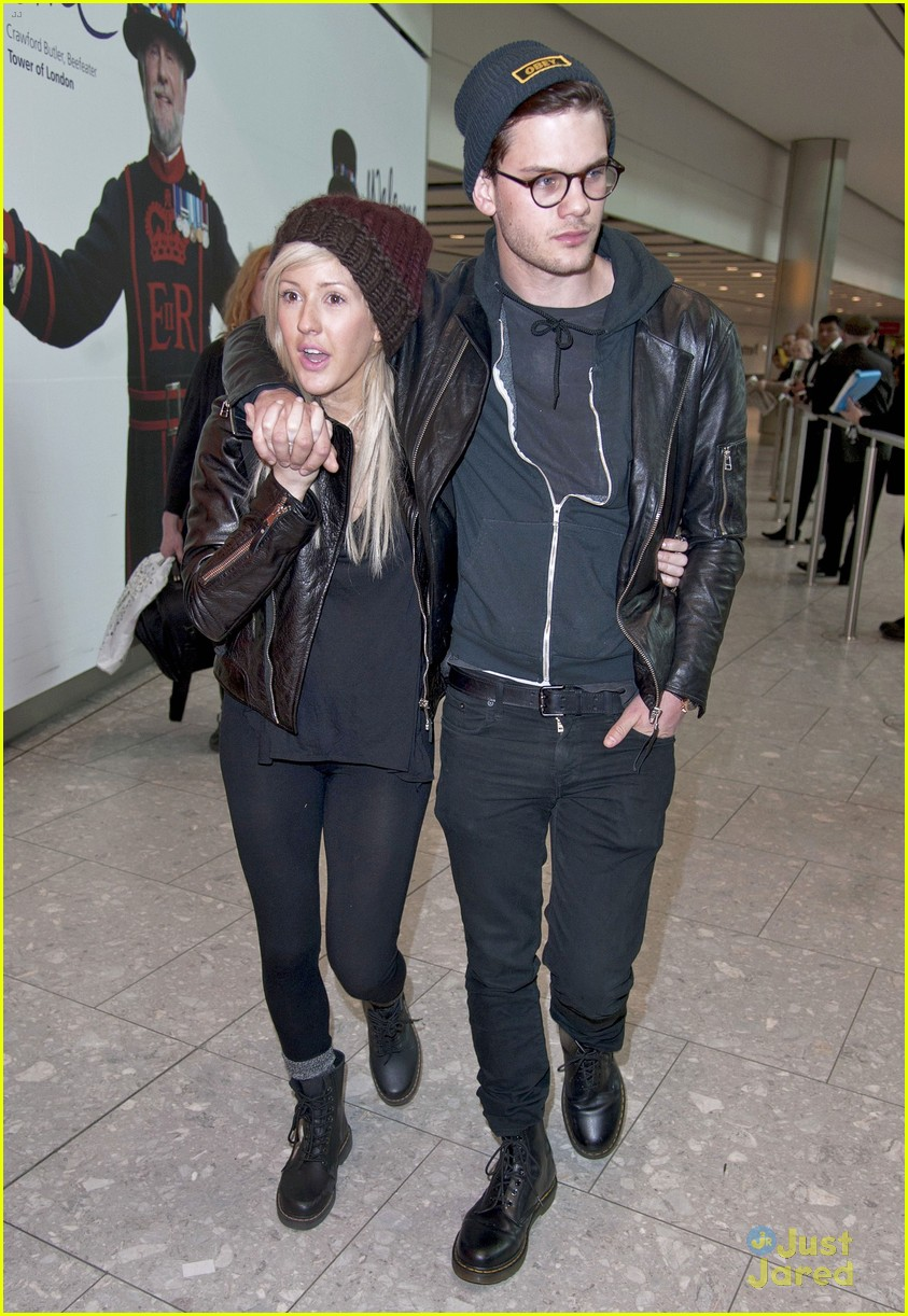 ellie goulding jeremy irvine airport couple 02